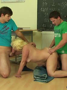 Blonde Horny Milf Sucks and Enjoys Nice Penetration