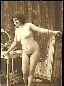 Old Vintage Attractive Nude Pictures of Sexy Ladies from Paris