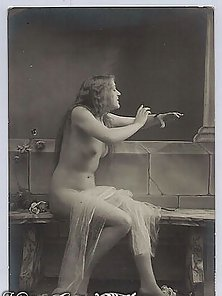 Angelic Hot Lady Posing in Vintage Pics