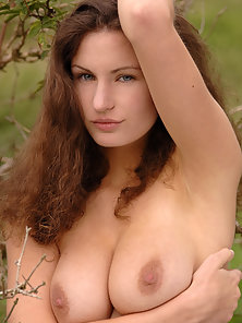 Attractive Busty Lady Susann Flashes Her Gorgeous Figure At Outdoor