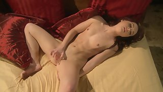 Splendid Babe Removes Dress before Rubbing Her Trimmed Clit on Bed